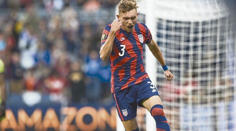 Sam Vines, celebra luego de convertir el único gol del partido