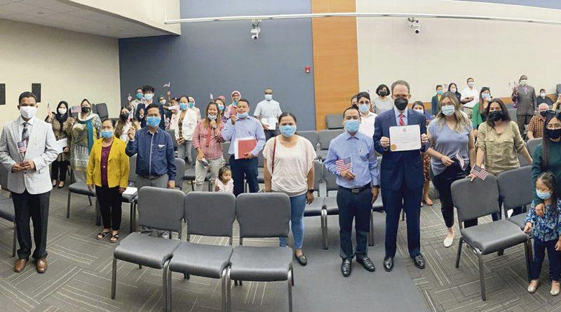 21 nuevos ciudadanos tomaron juramento de lealtad / 21 New Citizens Took Oath of Allegiance During Welcoming Week