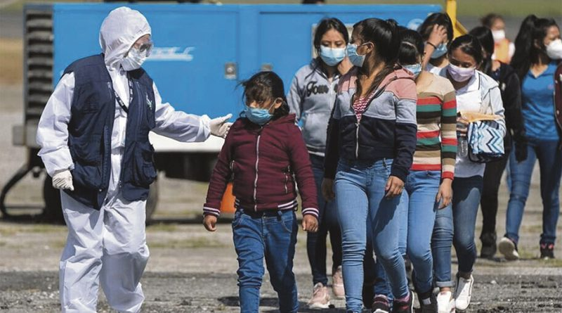 Juez prohíbe al Gobierno de Biden expulsar a  familias migrantes  sin dejarles pedir asilo